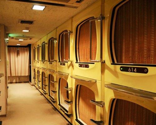 Hotel kapsul di Jepang