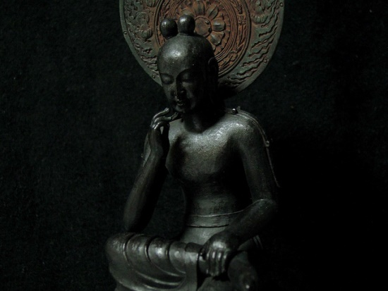 patung Buddha tersenyum di Kuil Chuguji