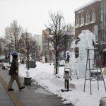 patung es di sepanjang jalan Asahikawa