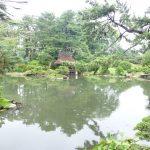 pemandangan kolam di taman shukkeien