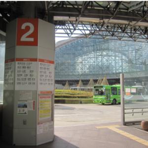 platform bus nohi dan hokutetsu di Stasiun Kanazawa