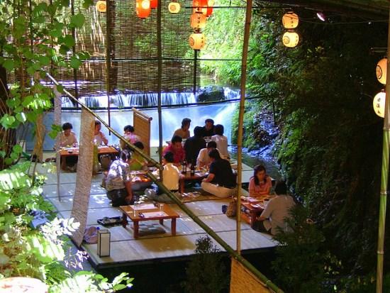 Restoran di atas air di Kifune Jinja
