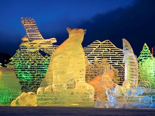 Suasana Sapporo Illumination : Pahatan dari es
