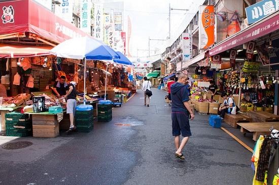 tempat jajanan terkenal Ameya Yokocho